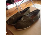 Toms Size 9 Green/Brown - Worn Twice