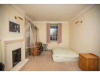 Very special large Double Room in a flat Share with couple