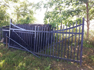 BEAUTIFUL WROUGHT IRON FENCE & GATES 644 FEET OF FENCING