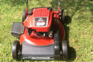 Must Sell Briggs and Stratton XTE 5HP -Self propelled lawn mower