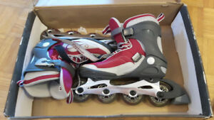 Women's roller blades used twice and protective pads