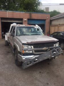2005 Chevrolet 3500 for parts complete
