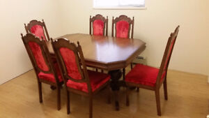 Rare :Dining Room Table and Chairs