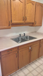 AVAILABLE NOW!!!  Bright, Cool Bachelor Unit - Mountain Views