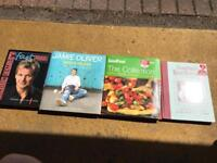 4 cooking books (including Jamie Oliver and Gordon Ramsey)