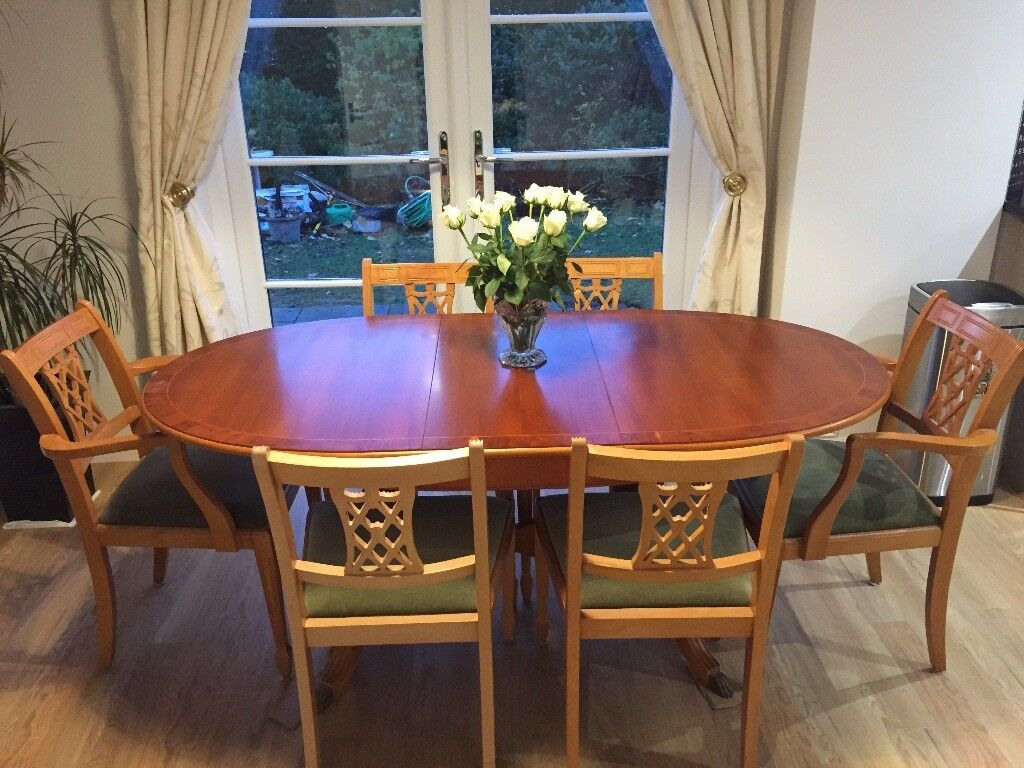 Bradley Yew Dining Table With 4 Chairs And 2 Carvers
