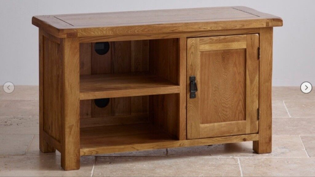 OAK FURNITURE LAND tv media unit. Solid oak. IMMACULATE as new. Currently315 in storein FalkirkGumtree - Oak furniture land Solid oak tv unit This unit is in immaculate as new condition Its currently on sale on website for £315 Will sell for £200 and you dont have to wait weeks to get it