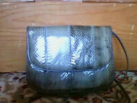 Grey leather shoulderbag in excellent condition - possibly snakeskin