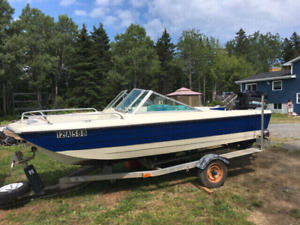 1990s Crestliner bowrider speedboat with trailer and motor