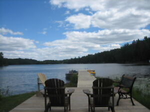 MID WEEK DAYS SPECIAL !!!!!!!  2 Bedroom Cottage on the Lake !!!