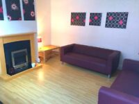 ROOMS TO LET IN STUDENT HOUSE SHARING WITH UNIVERSITY OF LEEDS POST GRAD STUDENTS - NO FEES !