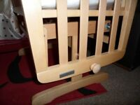 MAMAS & PAPAS GLIDING CRIB ( NEW )