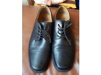 CLARK'S LEATHER SHOES SIZE 9