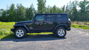 Jeep wrangler sahara unlimited 2014 a vendre