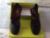 Ladies shoes, size 6.