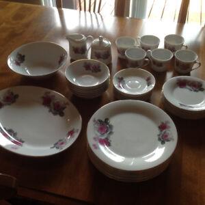 Ensemble de vaisselle  en porcelaine