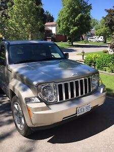 2010 Jeep Liberty Limited 4x4  (Champagne)