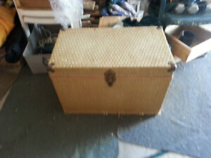 Sturdy trunk with wicker covering