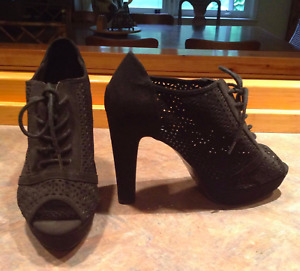 LONDON REBEL Black Booties Heels Size 9
