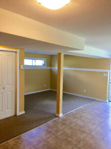 Clean Spacious 1 Bedroom Suite Avail Aug 1 on quiet street