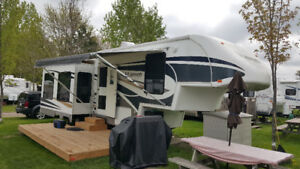 "2007 30E35TS Titanium ""Beauiful Fifth Wheel Trailer"" $19.900.00"