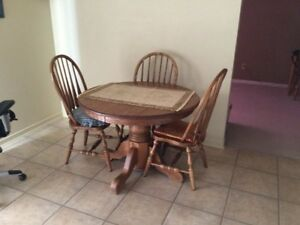 Oak dining table, 6 chairs and 2 leafs