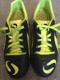 Sondico Venkata football boots. UK size 2