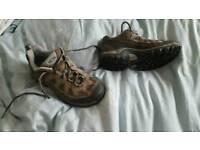 Salomon walking boots/shoes size 5 vgc