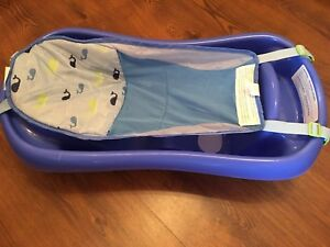 Baby bath tub with newborn sling
