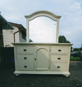 Contemporary style dresser with 6 drawers and storage cupboard