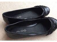 Aldo flat patent black shoes size 5