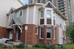End Unit Townhome off Riverside Dr Sept 1 - Close to downtown