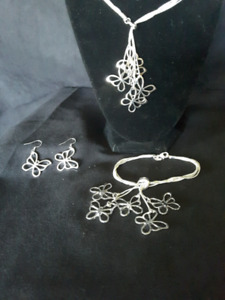 Butterfly necklace and earing and braclet set