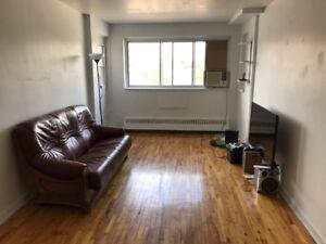Appartements à Louer. Montréal: Métro CDN - Namur. 4½