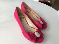 Ladies shoes 👠 4 hot pink handbag