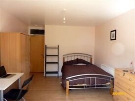 MOVE TODAY in Manor House ** 4 Rooms Available ** Same House **