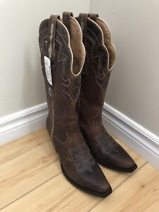 New with Tag Women's Cowboy boots 8.5 (fits like 9.5-10)