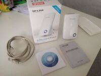 TP link 300Mbps Universal Wireless N wifi range extender. Model TL-WA850RE.