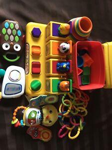 Lot jouet de bébé