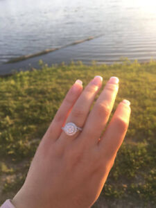 GORGEOUS BRAND NEW ENGAGEMENT RING