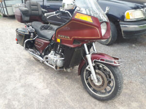 MUST GO! 2 gold wings & spare parts  83 gl1100 84 gl1200
