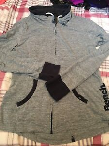 Bench zip sweater size large