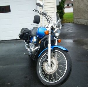 BELLE MOTO BLEU ROYAL HONDA 750 SHADOW