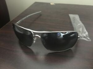 AUTHENTIC MENS OAKLEY SUNGLASSES, NEVER WORN