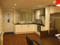 Professional/Postgraduate LUXURY Double ROOM IN MODERN HOUSE in FALLOWFIELD, All Bills Included