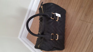 """BLACK AND GOLD PURSE """"NEW"""""""