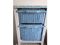 Storage unit with wicker drawers