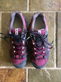 Women's Salamon Goretex walking shoes