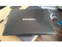 TOSHIBA R700 LAPTOP LIGHTWEIGHT HD SCREEN - I5 -WITH DOCK OPTION AND WINDOWS 10