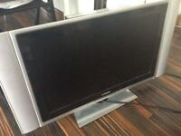 Television 27 inch LCD with detachable speakers